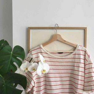 """Jättefin helt ny tröja från Zara. Materialet är """"handduksmatrial""""."""