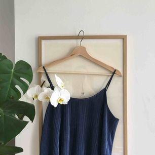 Fint linne från HM, jättemjukt och lent material. Perfekt för fest men även till vardags