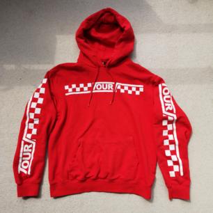 Justin Bieber röd hoodie från H&M i strl M 🙂 Frakt 60 kr