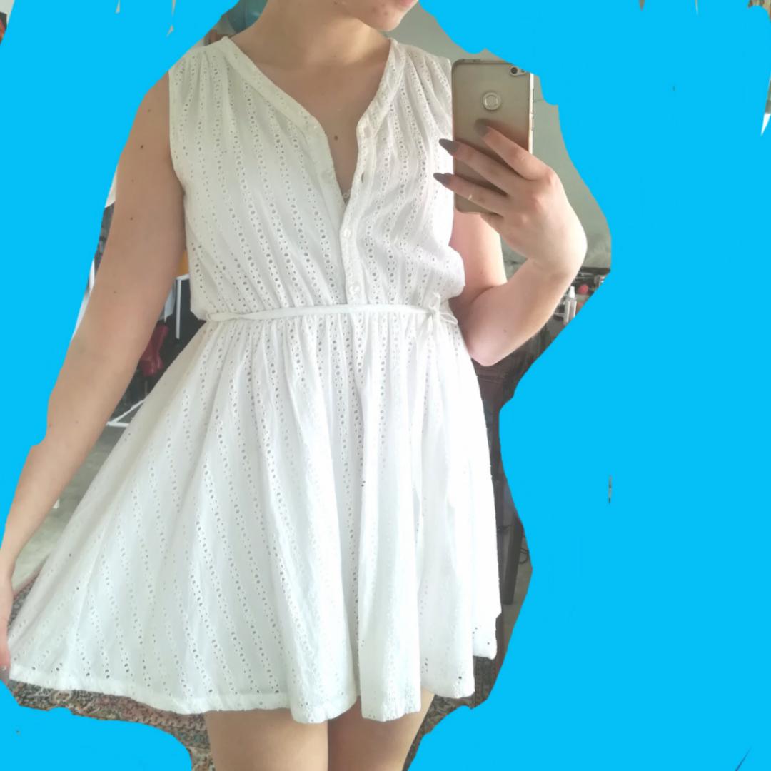 Jättesöt sommrig klänning från Monki, perfekt till skolavslutningen eller studenten! ✨ XS men passar S också. Klänningar.