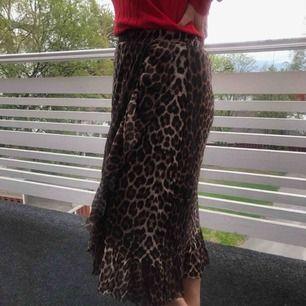 Helt ny (prislapp kvar) kjol från ICHI