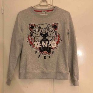 Säljer min kenzo tröja i storlek M (liten i storleken) köpt på boozt (äkta)🙂
