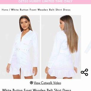 Säljer nu denna super snygga klänning!  Säljer pga att jag ska ha en annan klänning på studenten!  Inga oseriösa köparen