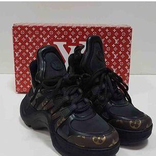 Louis Vuitton skor  Identisk till original, i äkta läder  Allt på bilden ingår, kartong.
