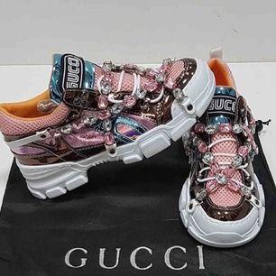 Gucci sneakers. Identisk till original, i äkta läder  Allt på bilden ingår, dustbag.