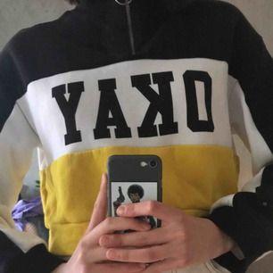 Oversize croopad hoodie från h&m🥰 bra skick eftersom den endast är använd 5 ggr!🥰 Fraktar endast och köparen står för frakt, kan fixa bra paketpris om säljaren gör ett snabbt och smidigt köp!❤️