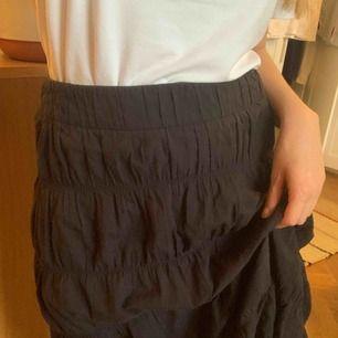 Twist & tango kjol som inte har blivit använd av mig. kjolen går till knäna så är MIDI-längd! Frakt på 42kr ✨ samfraktar gärna med andra produkter jag säljer