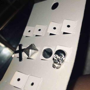 4st jättecoola örhängen!! Perfekt om man har hål uppe i brosket!!  💞