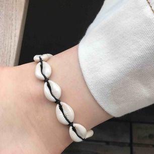 Snäckfotband/armband använt 1 gång🤩 Fraktar endast och köparen står för frakt, kan fixa bra paketpris om säljaren gör ett snabbt och smidigt köp!❤️
