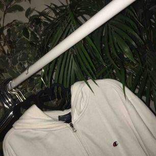 Vit champion hoodie! 150 o frakt ingår