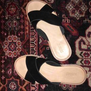 Skitsnygga sandaler i äkta skinn från kavat! Sköna nu tills sommaren och passar till allt. Bara använda en gång!🧚🏽♀️🌻👡