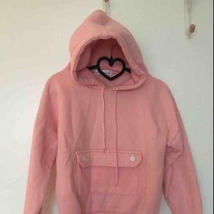 Rosa hoodie köpt i Paris. Storlek S. 120 kr INKLUSIVE frakt😍🌸🌸