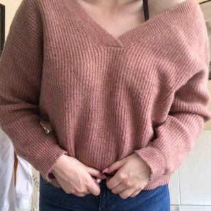 Supermysig tröja från NAKD! Säljer för att den tyvärr inte används i min garderob. Den är i jättefint skick då den endast är använd några gånger.