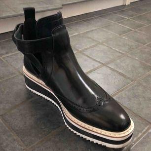 Supersnygga skor från Zara. Använda en gång.