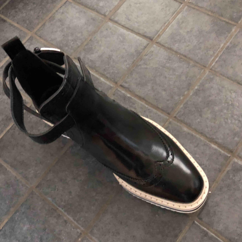 Supersnygga skor från Zara. Använda en gång.. Skor.