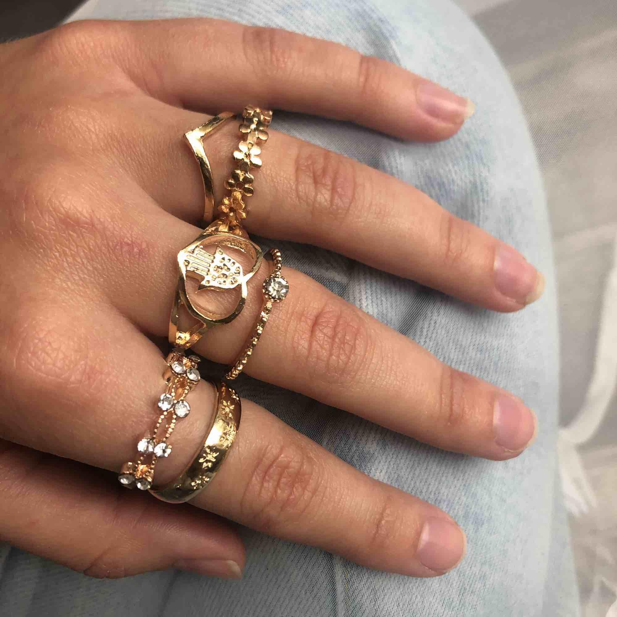 Du hittar fler ringar i min profil! Ringar i nyskick, 20-30kr/st eller paketpris. 7 kr frakt. Accessoarer.
