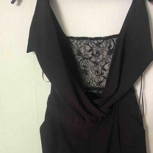 Jumpsuit från Zara, aldrig använd, spets i ryggen