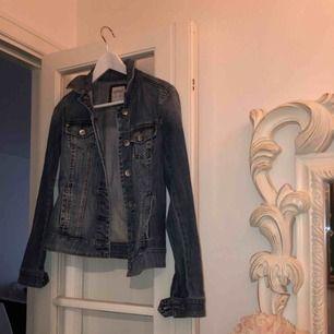 Fin jeansjacka från esprit