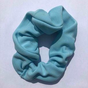 Ljusblå scrunchie 💧 frakt 7:- 💌