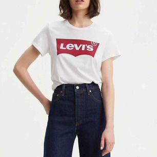 Levi's t-shirt i storlek xs. Använd en gång så i nyskick. Tvättas i 30 grader och kan torktumlas. Finns att hämta i Norrköping eller fraktkostnad på 29kr. 💕