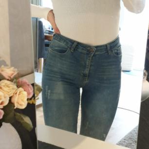 Säljer mina super skinny jeans (från Fashion Friends) storleken är 27 vilket motsvarar storlek 36. Kan mötas i stockholm :)