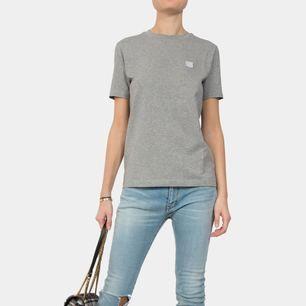 Säljer nu min Acne t-shirt då den aldrig används. Använd ca 2 ggr, som i nyskick! Köparen står för frakt!