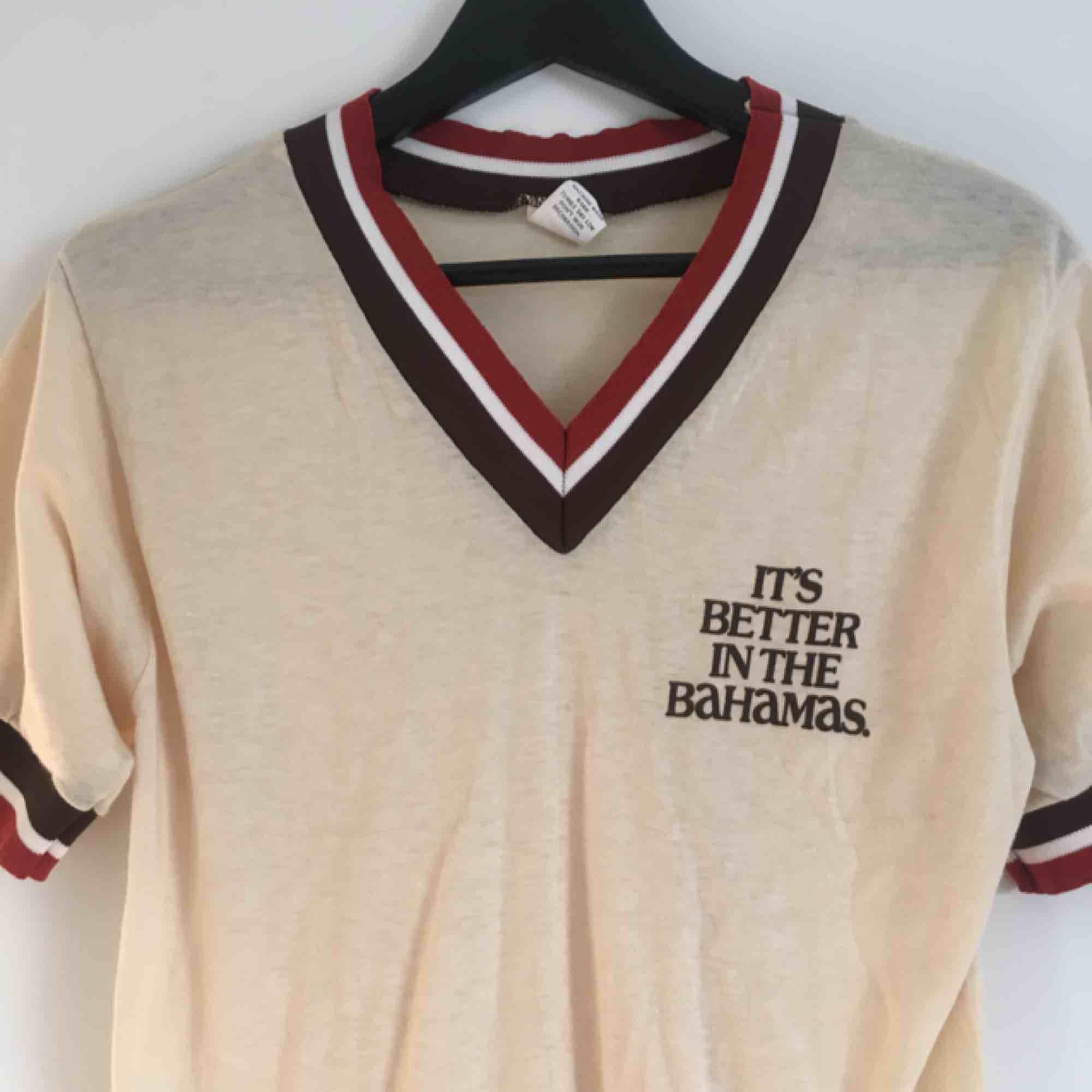 T-shirt från Beyond Retro! Köparen står för frakten! ✨. T-shirts.