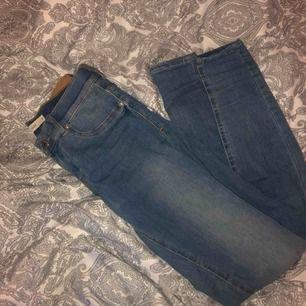 jeans från gina tricot || lågmidjade & stretchiga || storlek M men passar S också || säljer för 90 kr + frakt