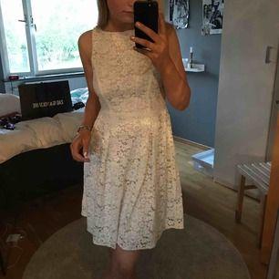 Gulligaste klänningen ifrån zara, andvänd en gång! Kan skicka mera bilder på pm💕