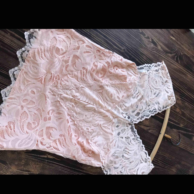 Superfint linne/topp i storlek 42. Oanvänd. Skriv för bättre bilder💗. Toppar.