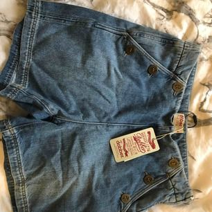 Nya, aldrig använda bara testade, men var för små för mig. Normalpris på dessa shorts är 500kr.