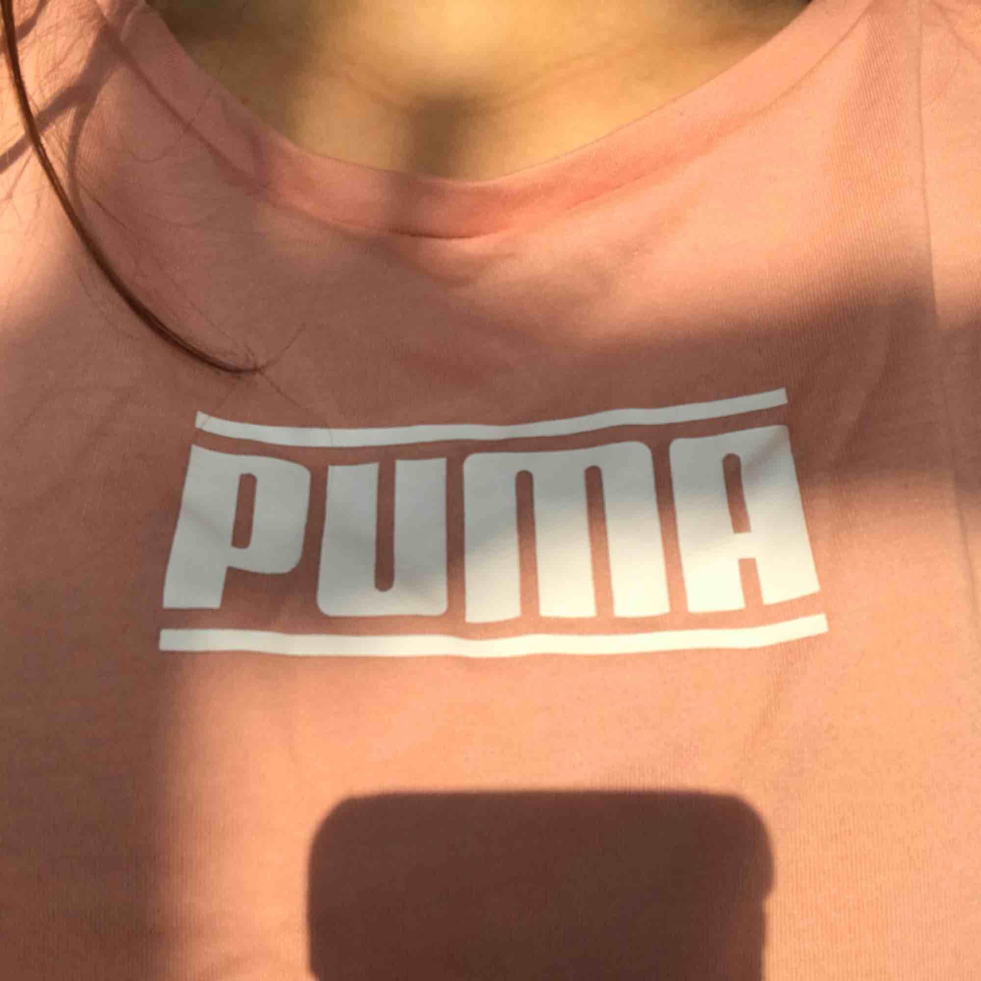 T-shitt från puma! Funkar både till träning och vardag. Aldrig använd. Möts upp i Stockholm eller fraktar! Kolla gärna in andra plagg på min bloppis😁. T-shirts.