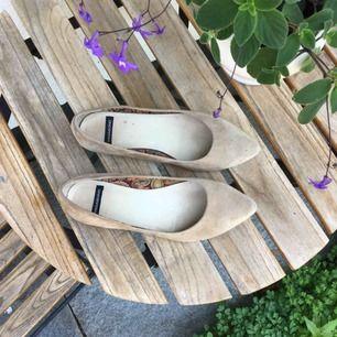 Superfina beiga vagabond skor i storlek 37 Skriv om du har frågor!