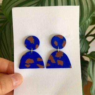 Handgjorda örhängen - frakt 9 kr 🦋