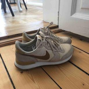 Helt nya skor från Nike, använda 2-3 gånger.
