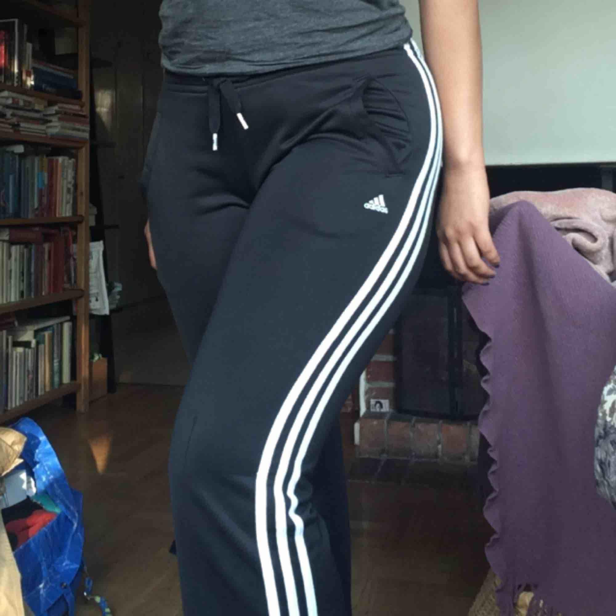 Adidas byxor. Frakt tillkommer. Jeans & Byxor.