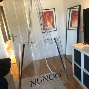 Nunoo väska, har lite repor vilket syns på bild 2🥰