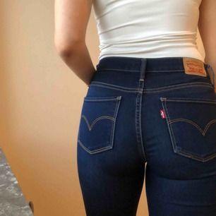 Levi's flare bootcut utsvängda jeans  Frakt eller upphämtning i Stockholm / Shipped or picked up in Stockholm