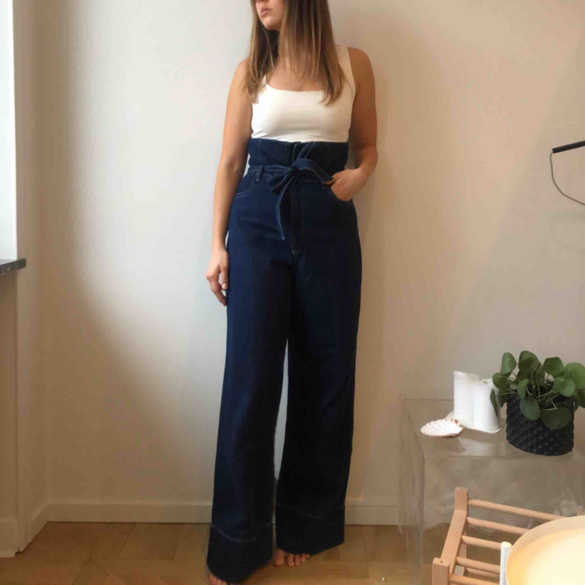 Blue flare super high waisted, high rise jeans / Blåa utsvängda bootcut jeans . Jeans & Byxor.