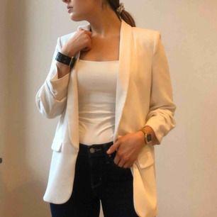 White oversized Zara blazer