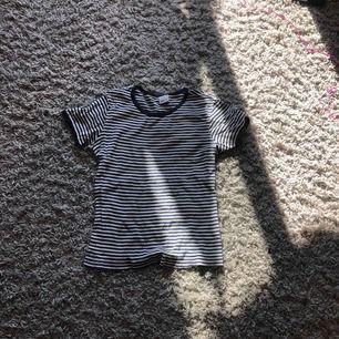 En tröja från ginatricot. Storlek M men även XS/S kan även ha denna tröja.