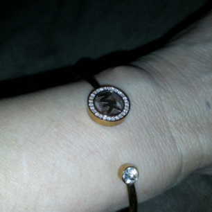 Äkta Michael Kors armband i roseguld, knappt använd så i mkt gott skick!!!
