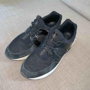 Äkta versace skor, använda o lite slitna. Men inte sönder