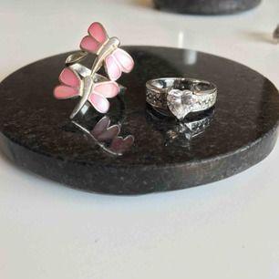 Hjärtring SÅLDSuperfina ringar i äkta silver. Rosa sländor gjorda av snäckskal från Grekland, unik❣️Gnistrande hjärtring med vita stenar 🥰 endast seriösa köpare
