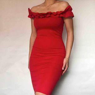 Zara dreamy röd klänning ✨ Frakt 35kr