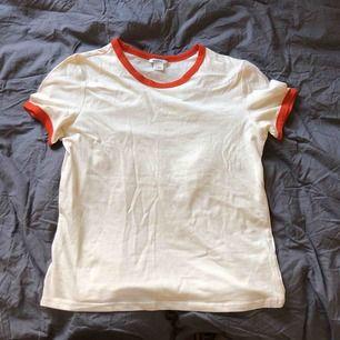 Snygg T-shirt från monki aldrig använt🌼