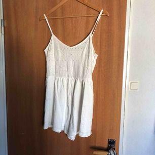 Fin jumpsuit från hm aldrig använt perfekt till sommaren☀️