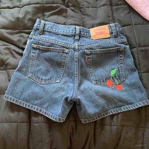 Levis shorts i nyskick, står ingen storlek men passar en s!