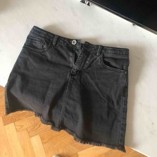 Zara svart jeans kjol fint skick