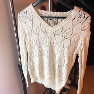 Never been worn Knitted Sweater Color: white
